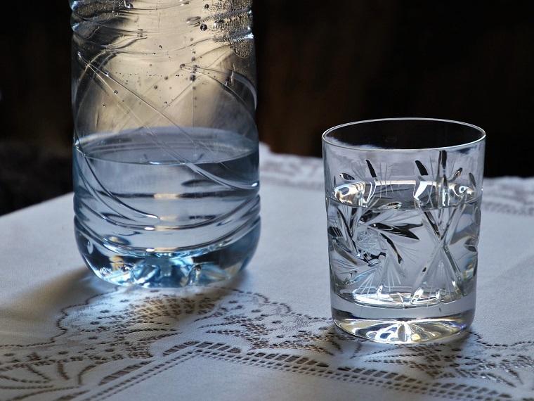 碱性水会给身体带来哪些健康的益处和风险?