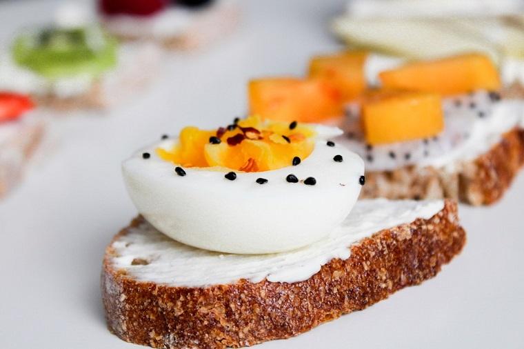 鸡蛋的哪一部分富含蛋白质:蛋黄还是蛋白?