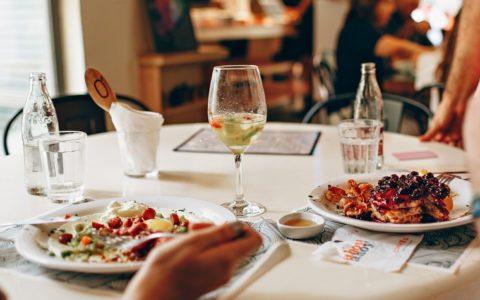 喝白葡萄酒会使人发胖吗?