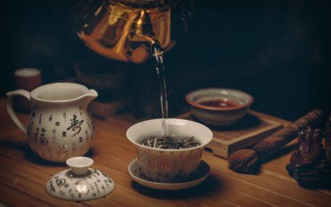 茶里面含有多少卡路里?