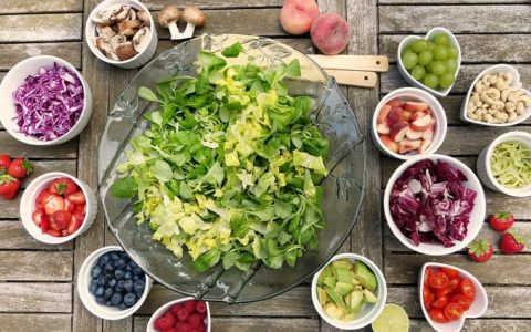 吃沙拉一个月能减多少体重?
