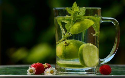 吃饭时喝流质饮料是好是坏?
