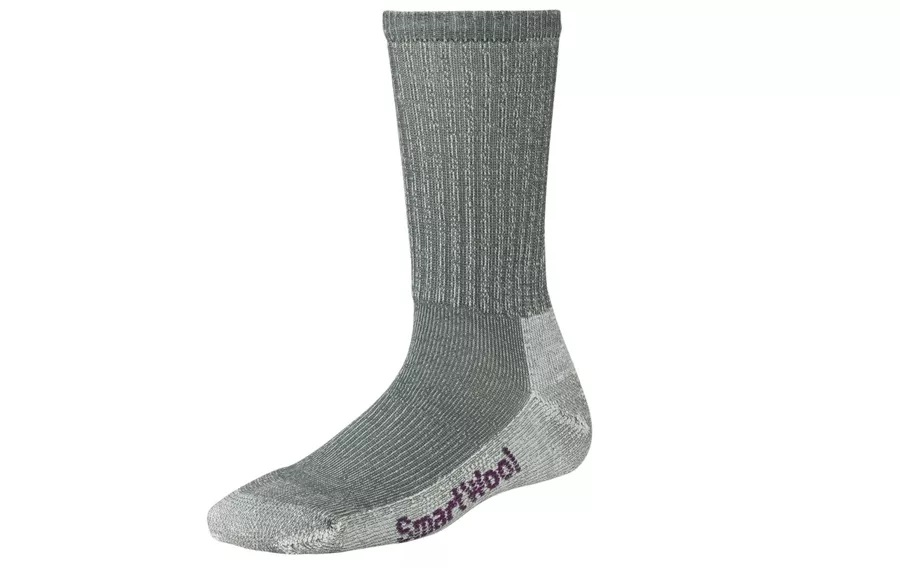 在寒冷的天气走路时保持双脚温暖的10种方法