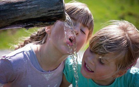 人每天应该喝多少水最好?