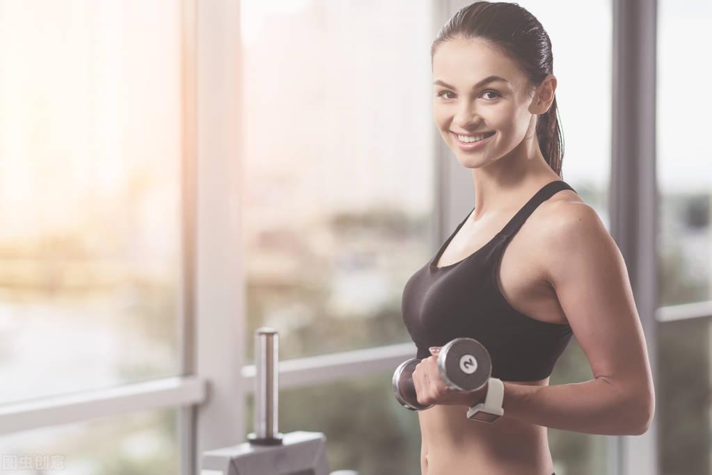 去健身房锻炼有什么好处?