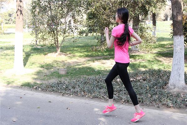 每天慢跑一小时,流了很多汗,能不能减重?